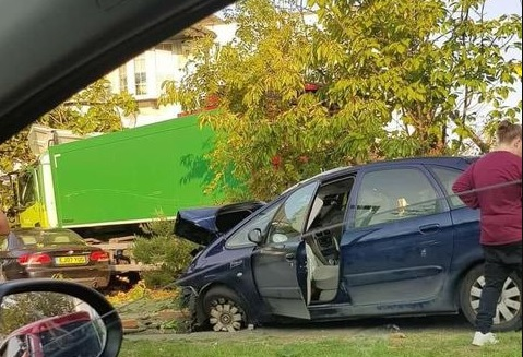 One dead and others injured as lorry hits vehicles and house in Kidbrooke